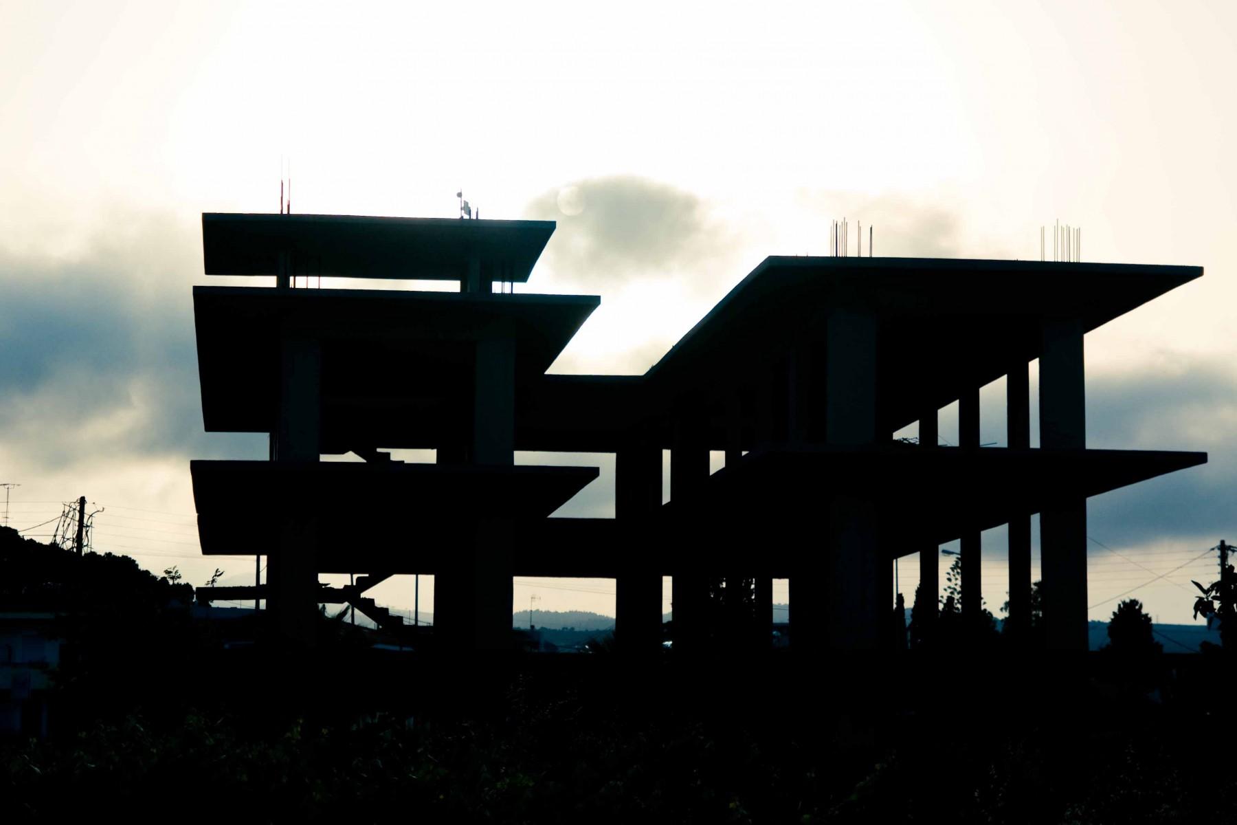 Szkielety niedokończonych budowli