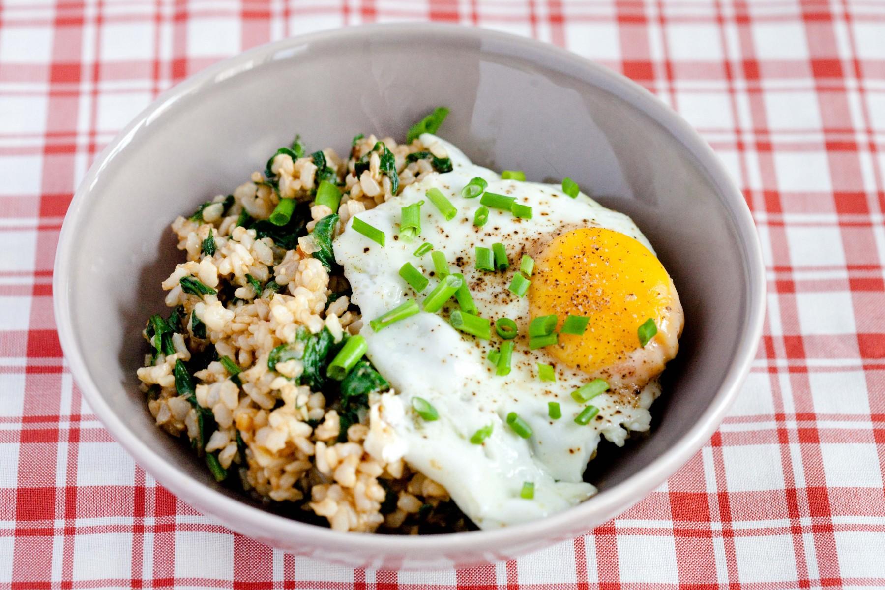 ryz ze szpinakiem i jajkiem-1
