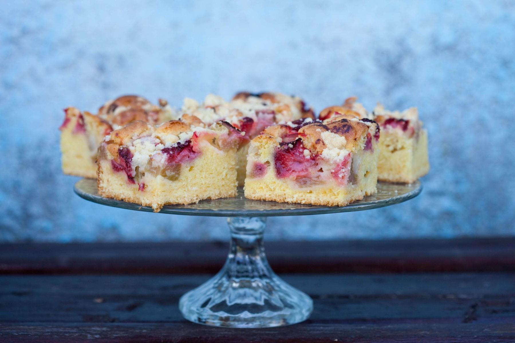 ciasto z rabarbarem i truskawkami-1