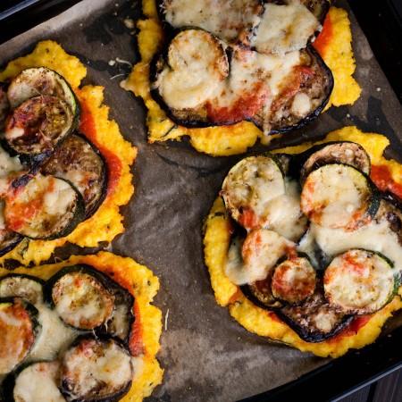 mini-pizza-na-spodzie-z-polenty