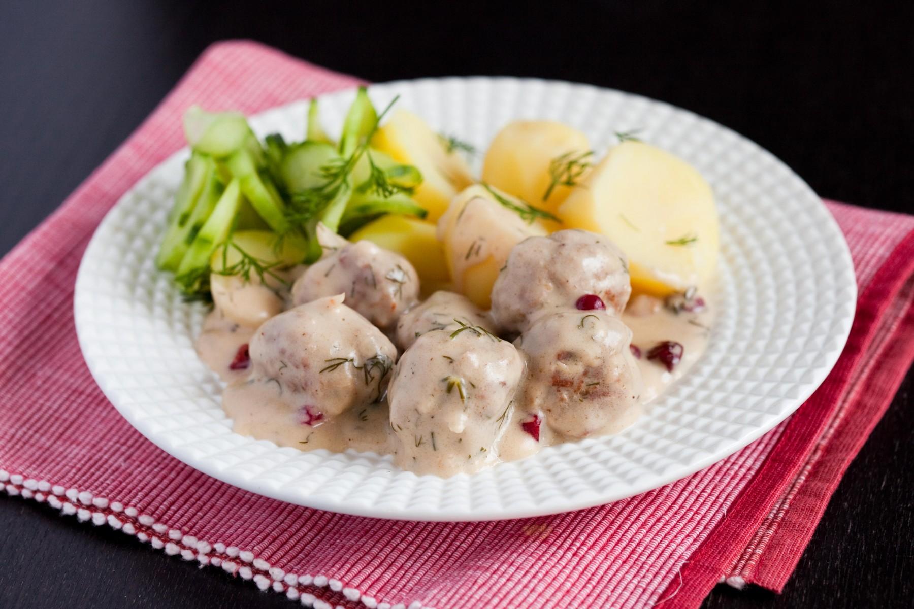 szwedzkie-klopsiki-w-żurawinowym-sosie