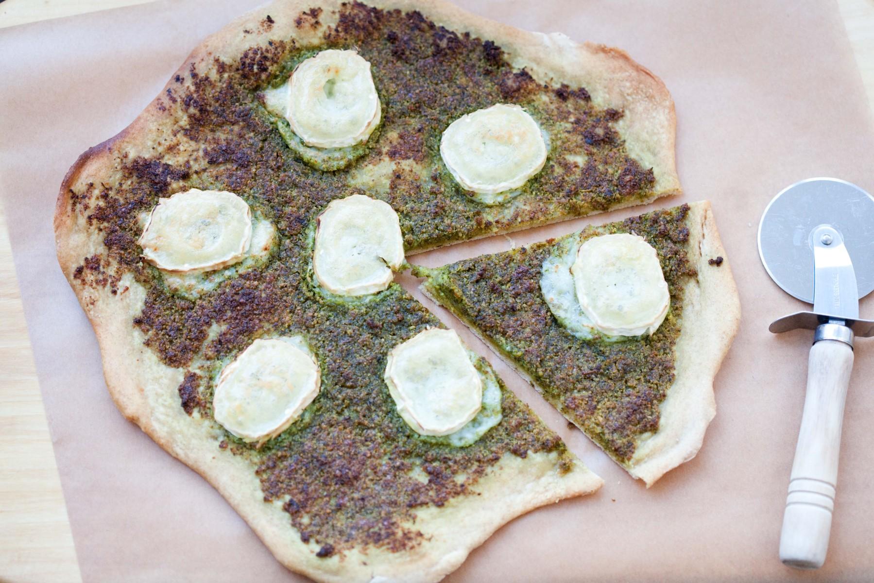 razowa-pizza-z-jarmuzowym-pesto