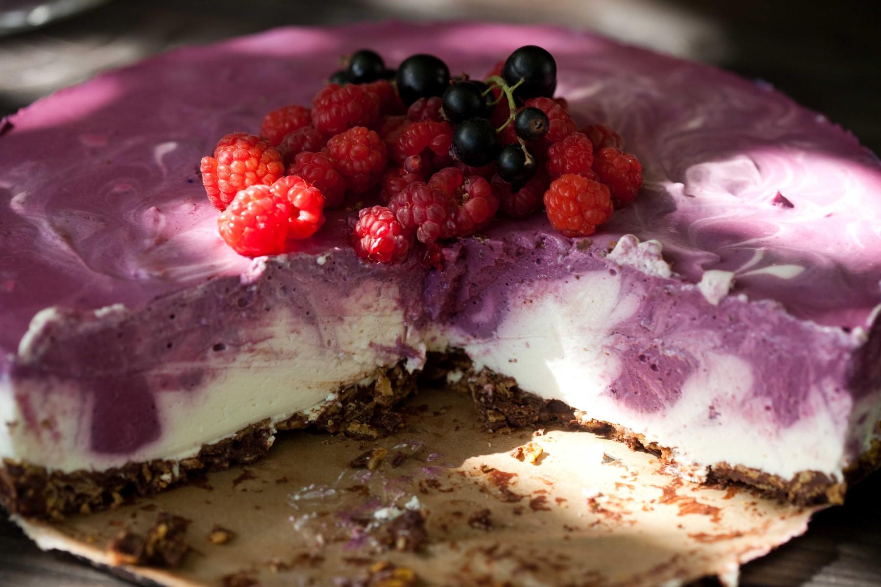 jogurtowy-sernik-na-zimno-z-czarna-porzeczka