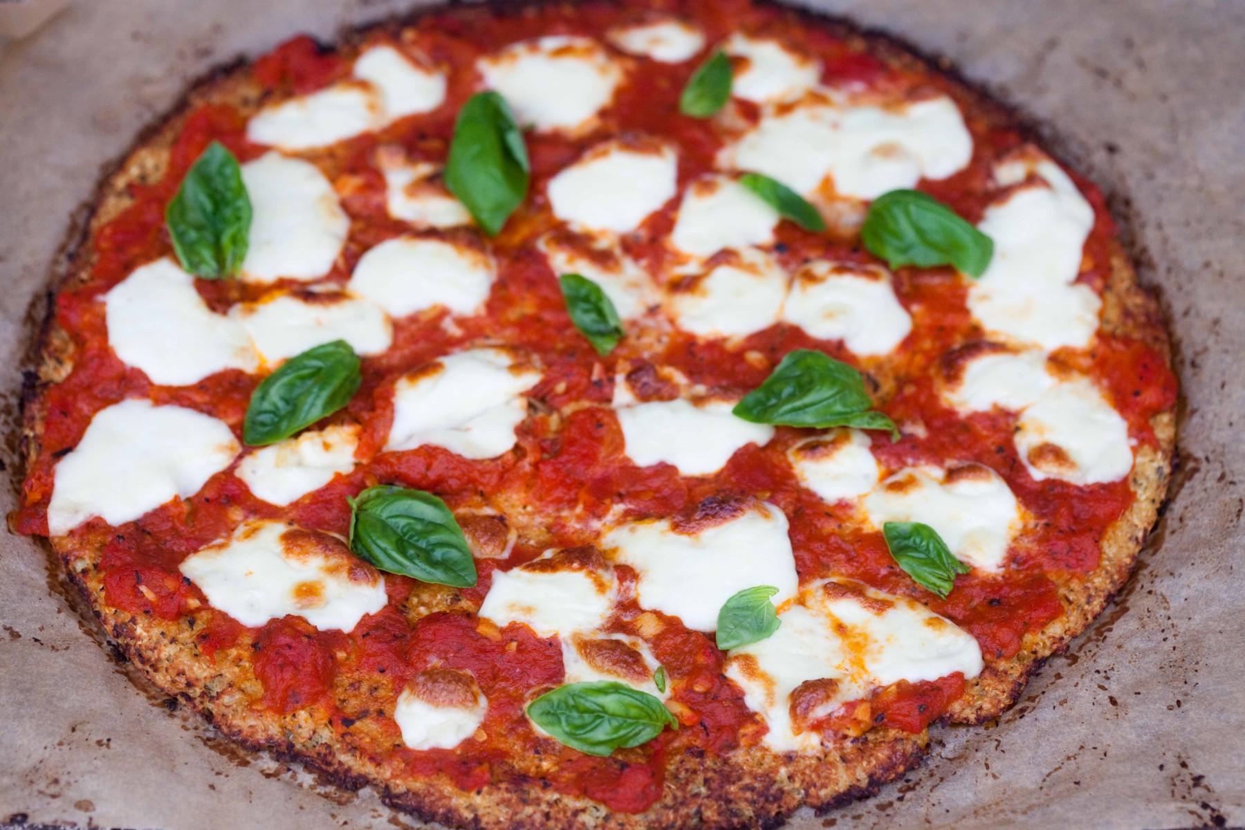 pizza-na-spodzie-z-kalafiora