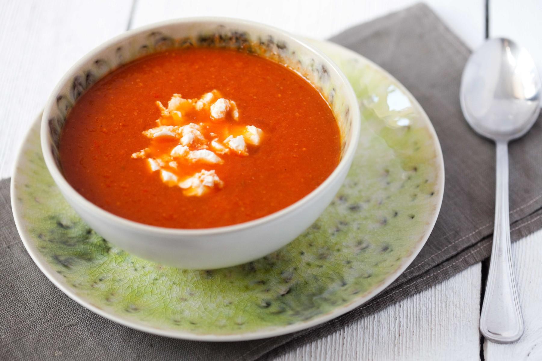zupa-z-pieczonej-papryki-i-pomidorow-z-ciecierzyca