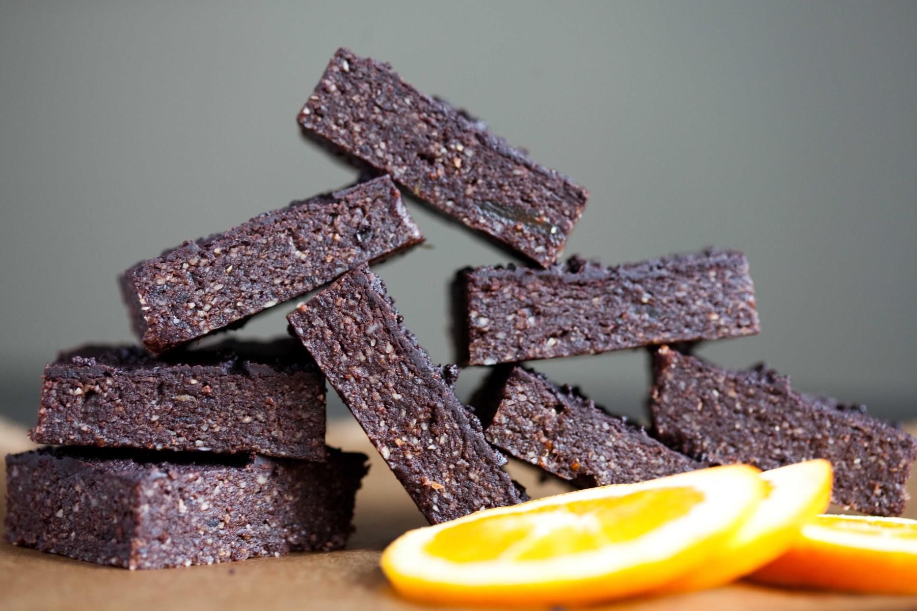 brownie-bez-pieczenia-pomarancza-kardamon