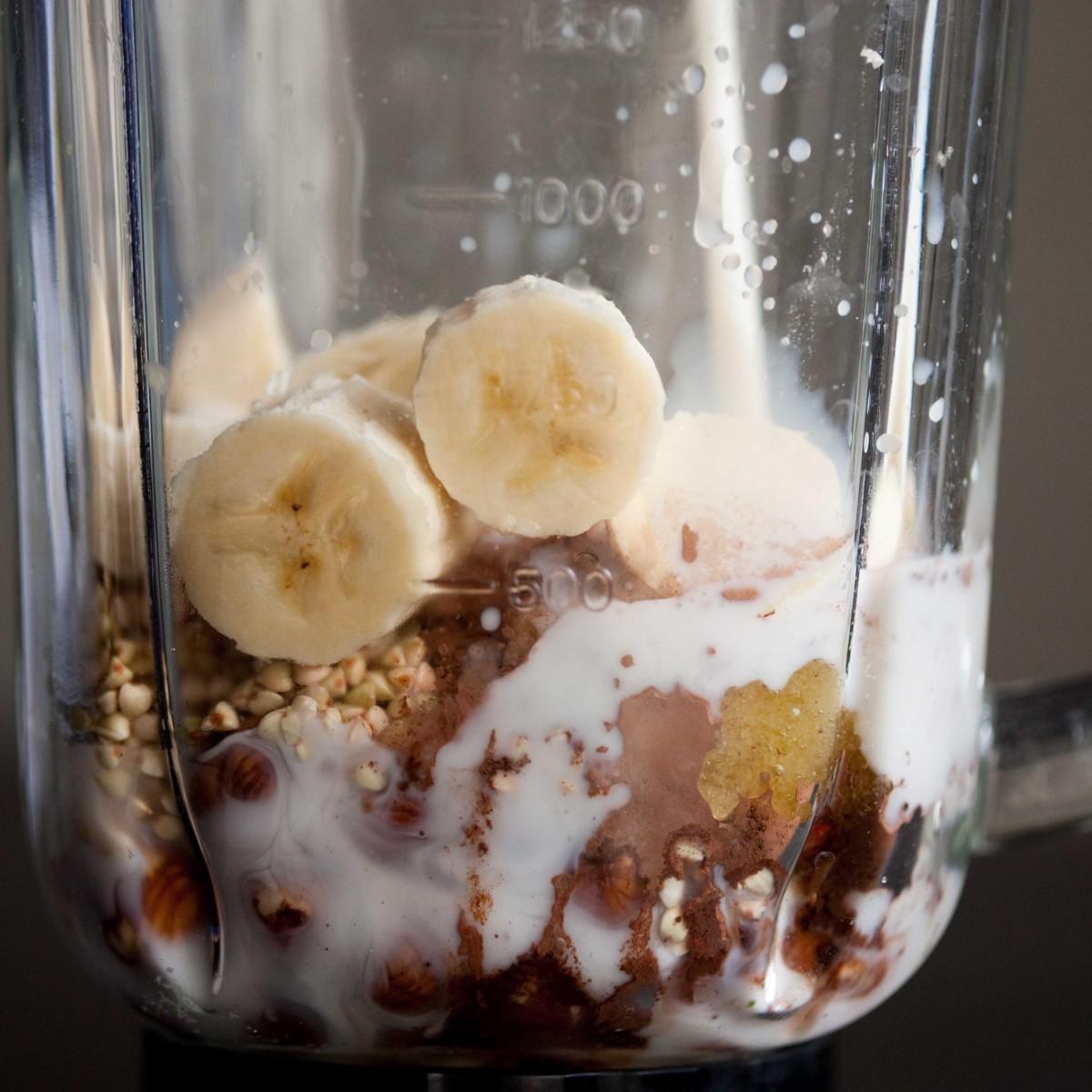 gryczane-smoothie-z-bananami-orzechami-laskowymi