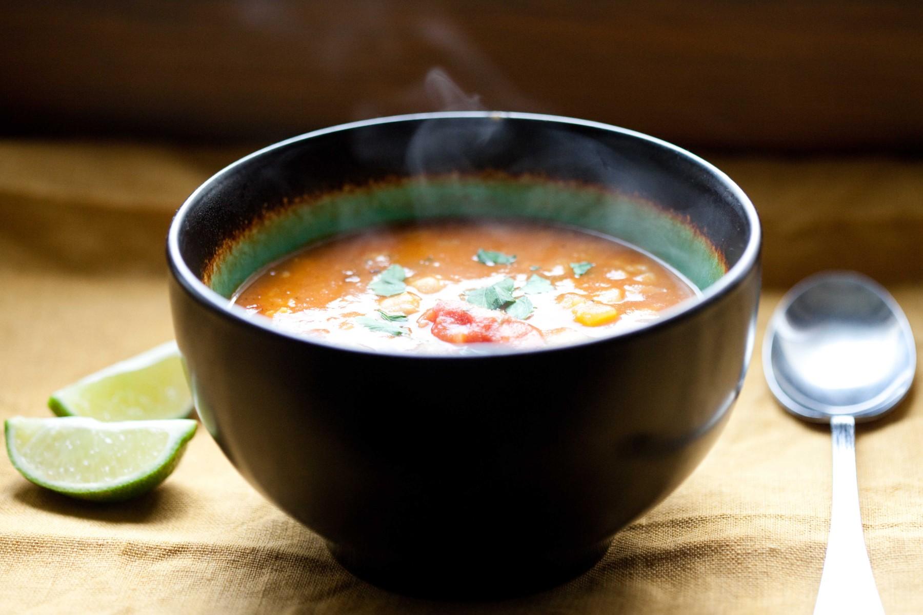 indyjska-zupa-z-ciecierzyca-ziemniakami-i-kalafiorem