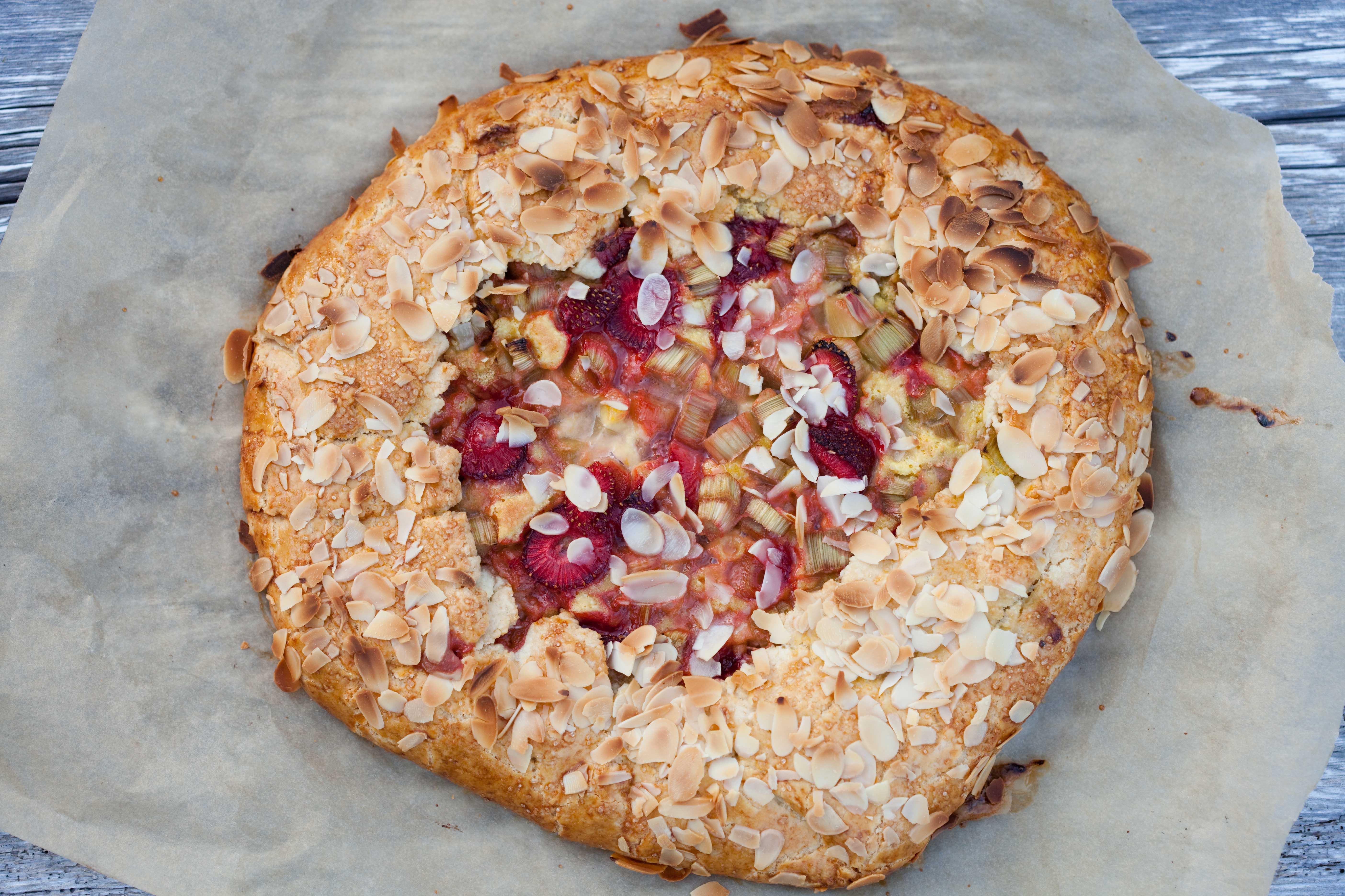 Ciasto Z Rabarbarem Na Migdalowo Pomaranczowym Kremie