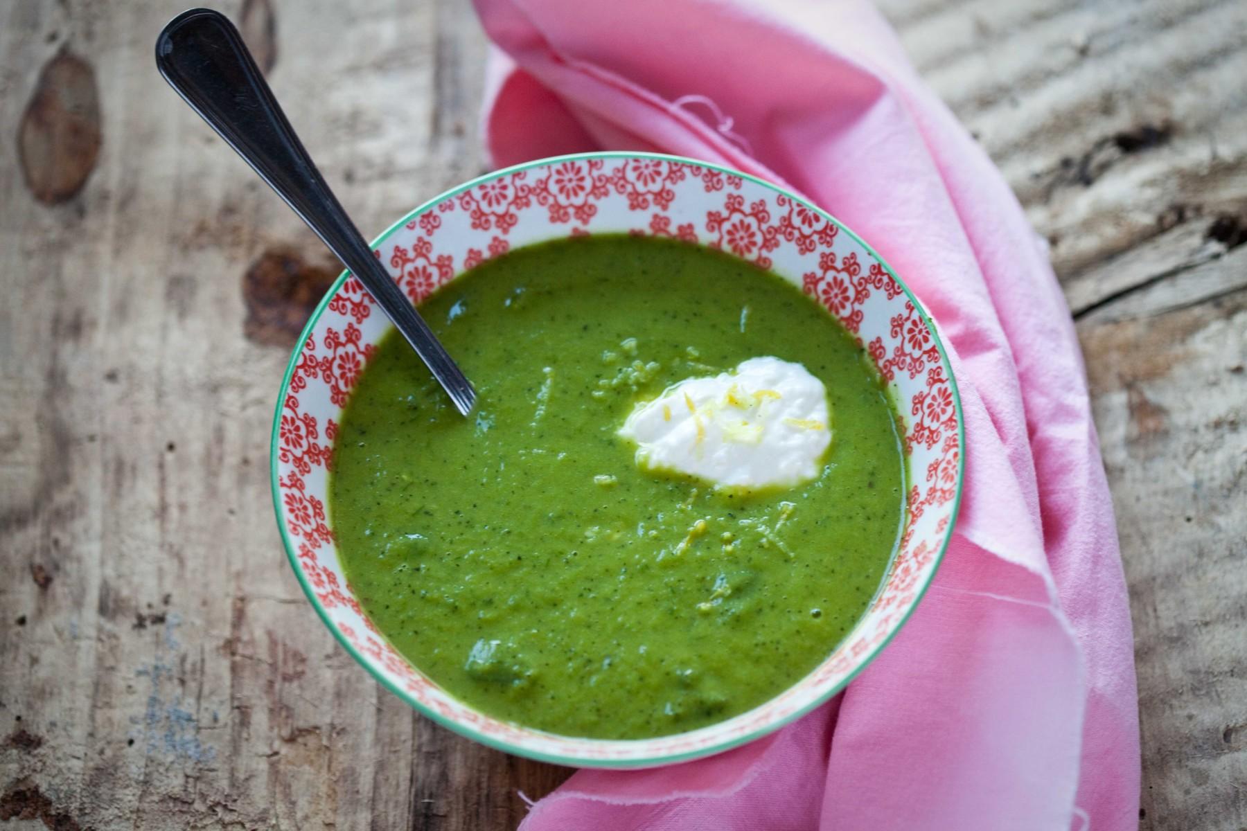zupa-z-dymka-cukinia-groszkiem