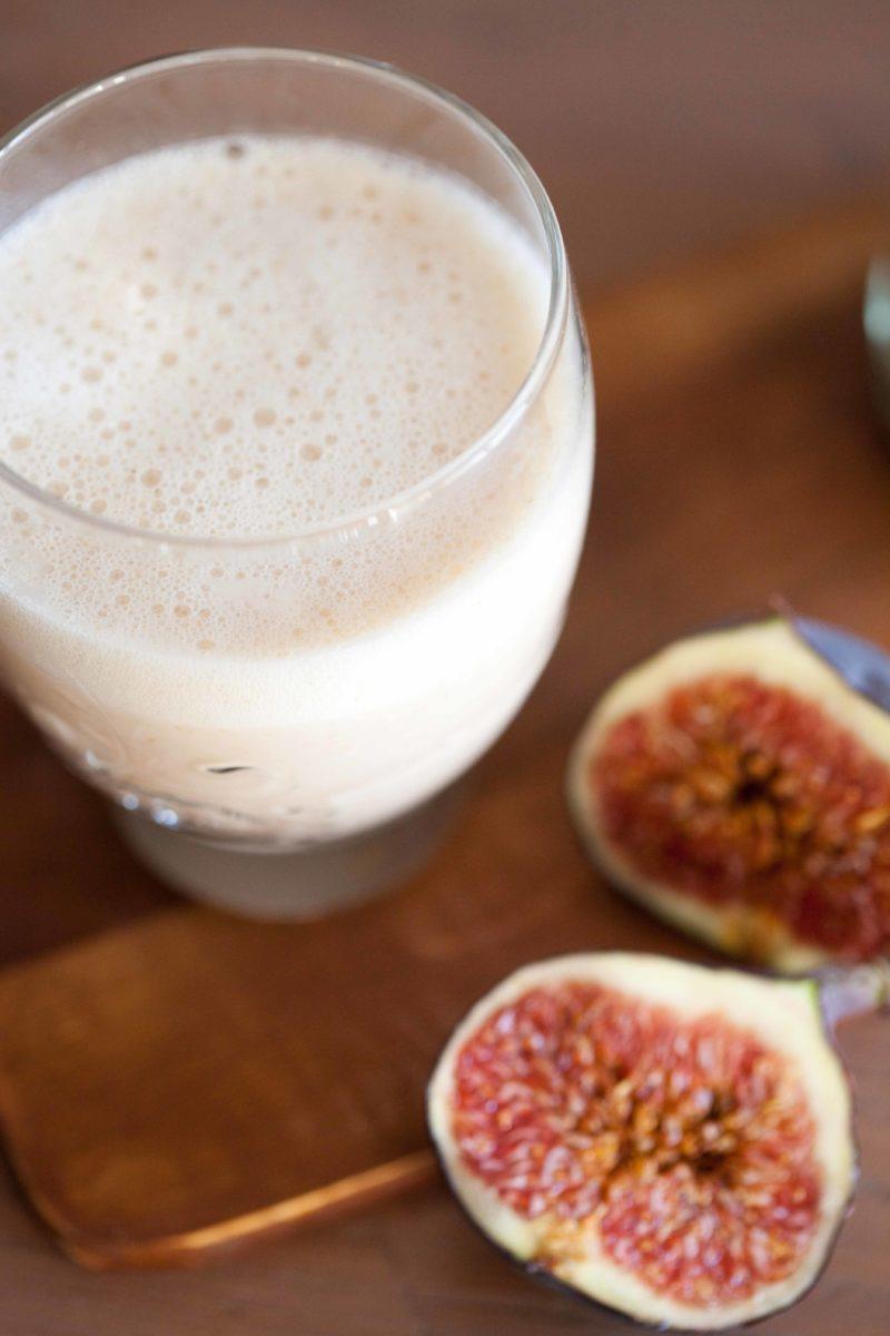 Mleko-sezamowe-koktajl-z-pomarancza-figami
