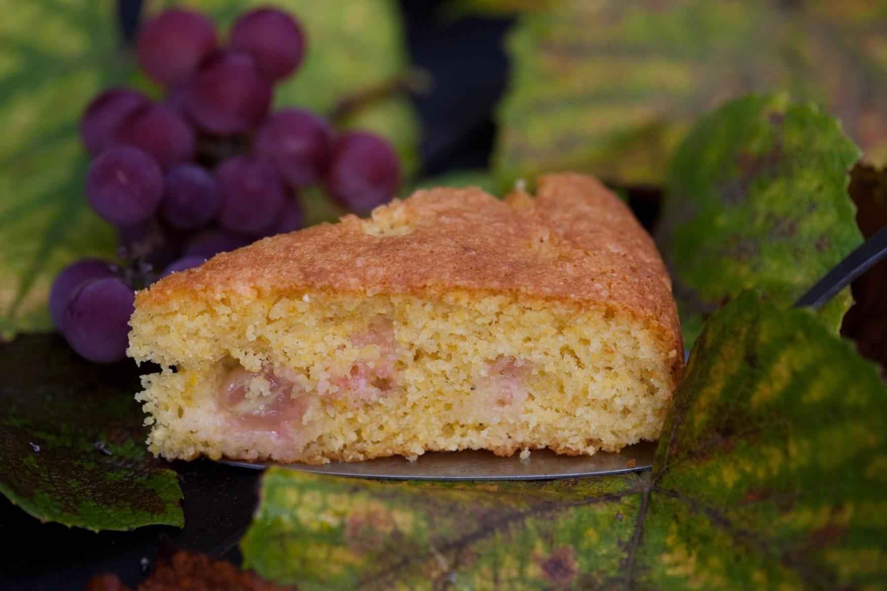 ciasto-z-winogronami-i-kaszka-kukurydziana