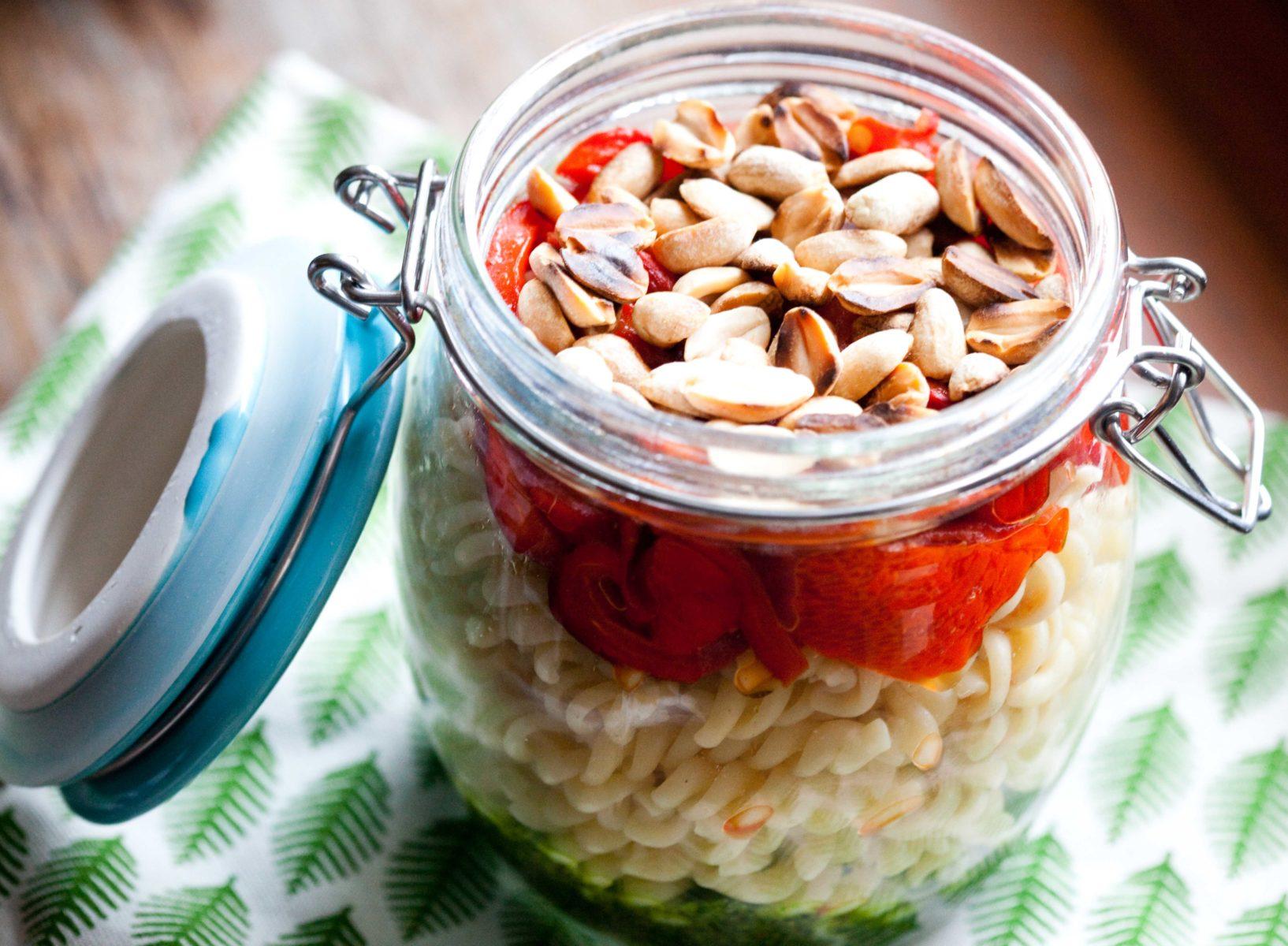 salatka-z-makaronem-papryka-pesto
