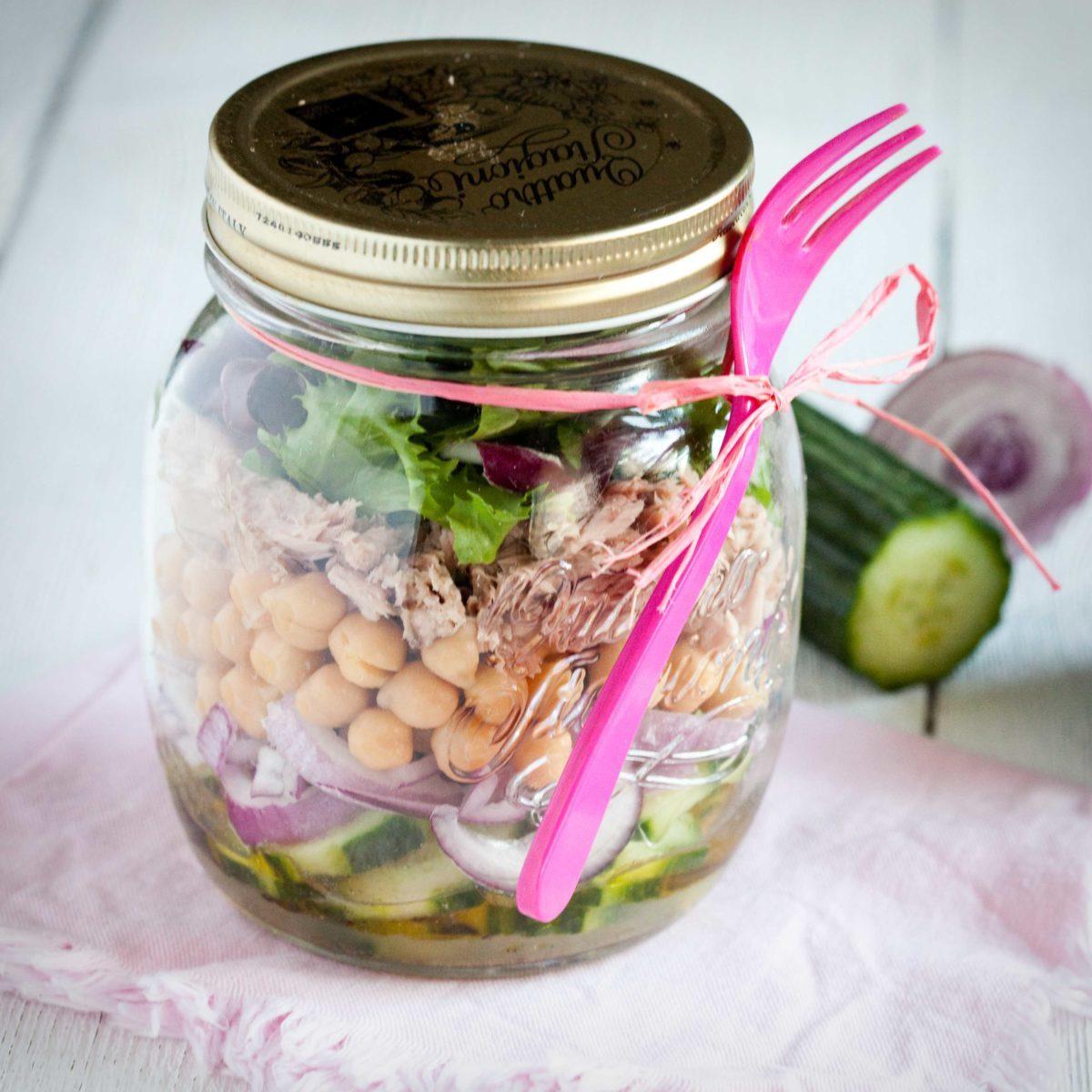 salatka-z-tunczykiem-i-ciecierzyca-1-1200x1200