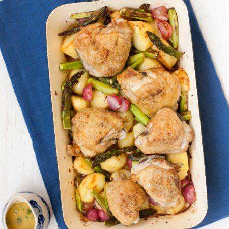 kurczak-ze-szparagami-ziemniakami-rzodkiewkami