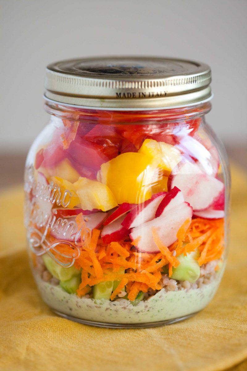 wiosenna-sałatka-warzywna-z-kasza-gryczana