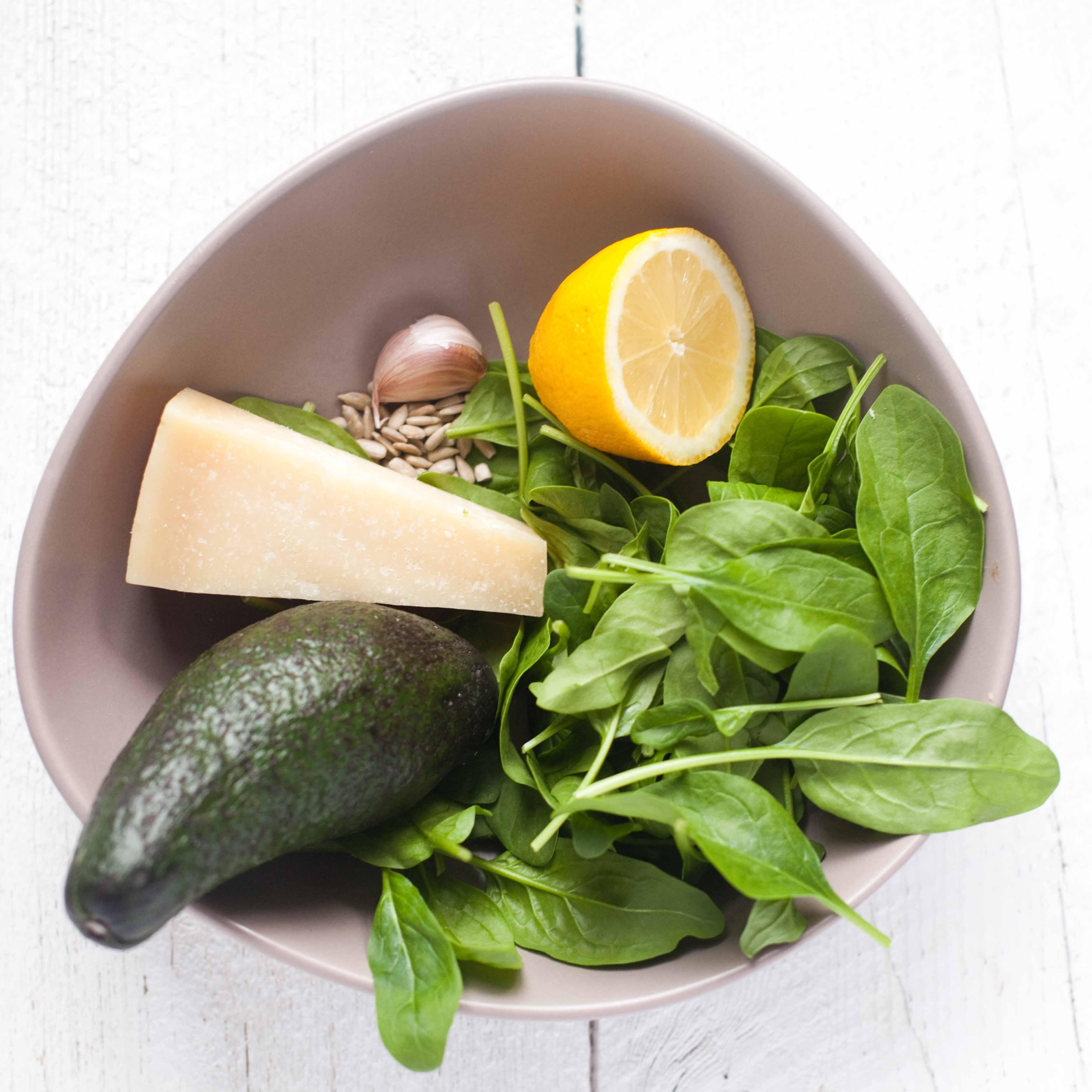 pesto z avocado i szpinaku