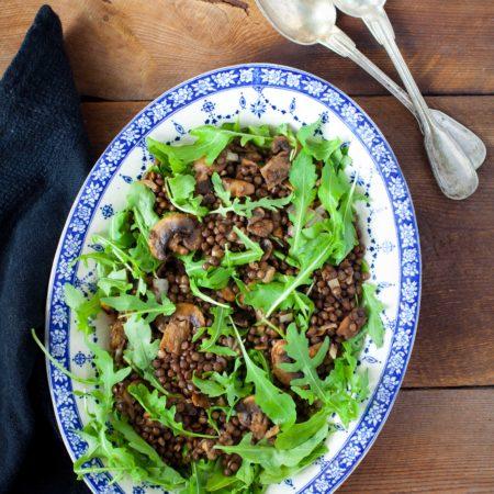 salatka-z-soczewicy-z-pieczarkami-rukola