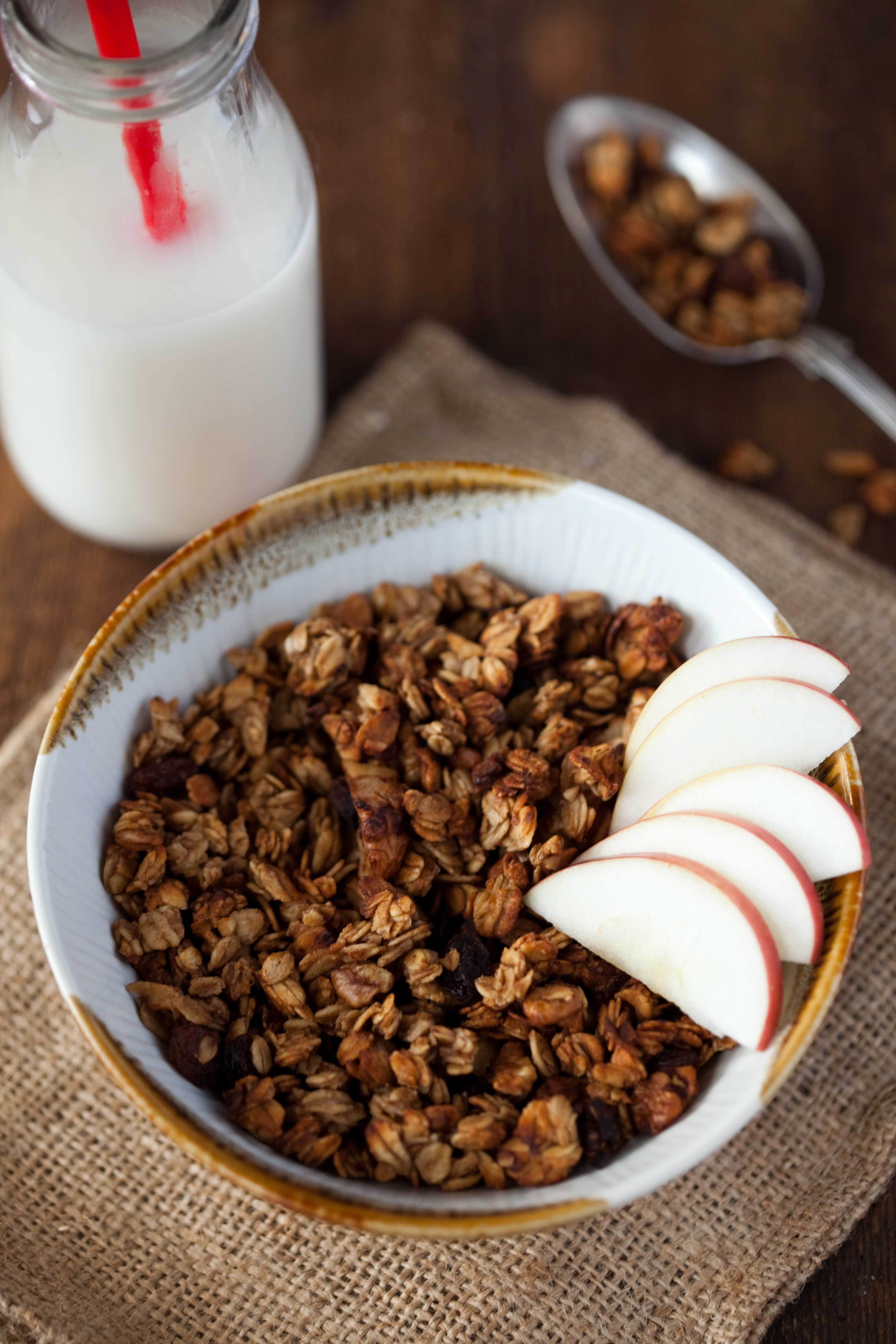 szarlotkowa-granola-z-jablkami-orzechami