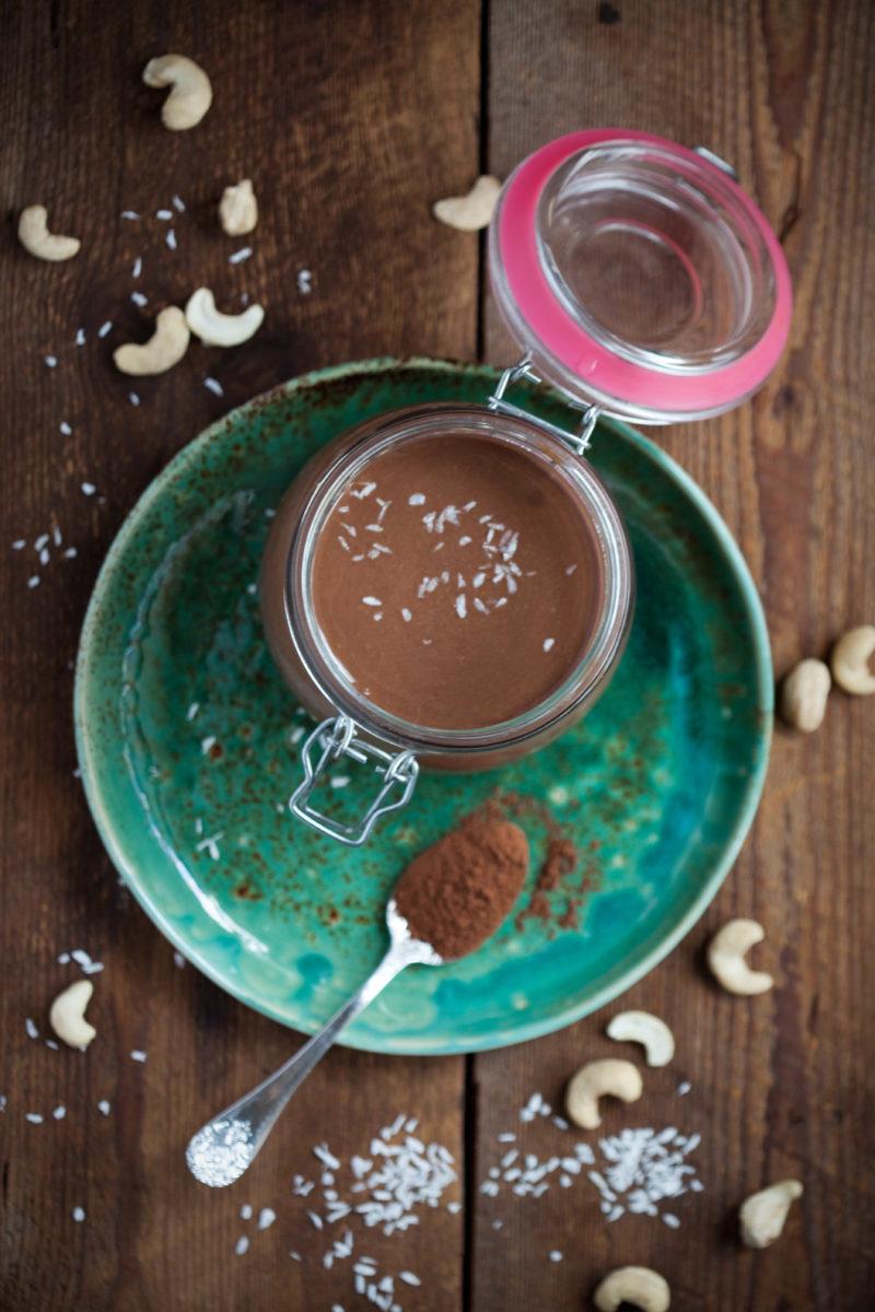 maslo-kokosowe-z-nerkowcami-kakao
