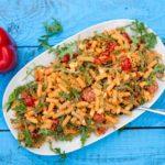 salatka-makaronowa-z-paprykowym-pesto