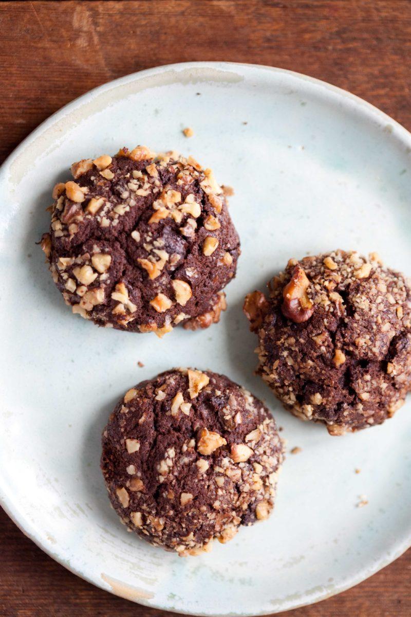 czekoladowe-ciastka-z-orzechami