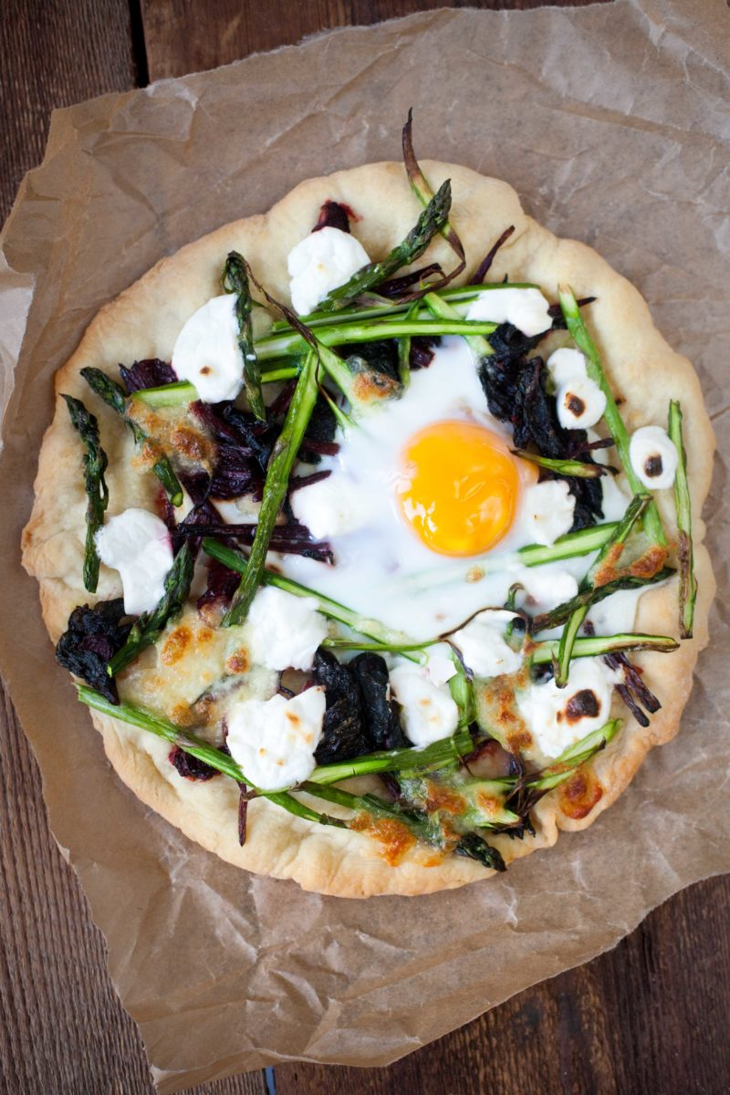 pizza-ze-szparagami-i-botwinka