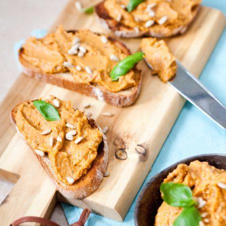 pasta-z-baklazana-papryki-i-ciecierzycy